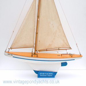 Baltic Star Pond Yacht in Extra Large Stand