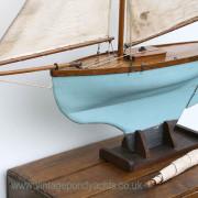 Vintage Pond Yacht – Keel Detail