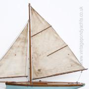 Vintage Pond Yacht – Sail Detail